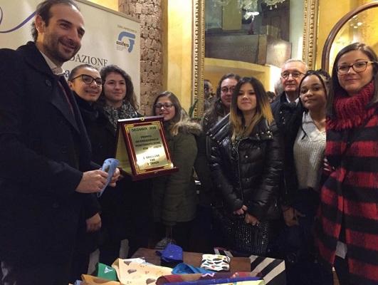 """I ragazzi di Cometa ricevono il Premio Internazionale """"Montenapoleone for Charity""""."""